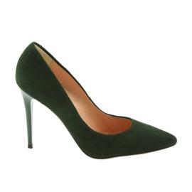 Espinto Szivattyúk egy zöld stiletto