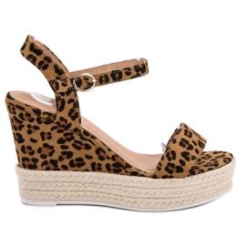Ideal Shoes smeđ Moderan sandale na klin
