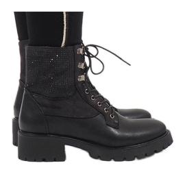 Ideal Shoes crna Crni čipkasti čizme sa šljokicama 1621