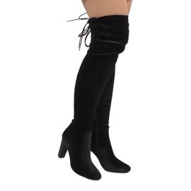 Ideal Shoes crna Crne čizme od baršuna na postu E-4902