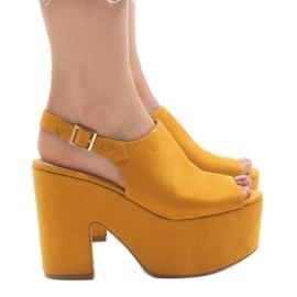 Žute sandale na masivnoj cigli od 8263CA žuti