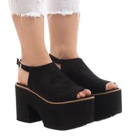 Crne sandale na masivnoj cigli od B8290 crna