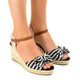 Crna Crne sandale s klinčićima, s lukom W032