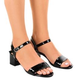 Crna Crne sandale na postolju s lakom Qla-93