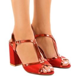 Crvene sandale na stupu od antilop WED503 crvena