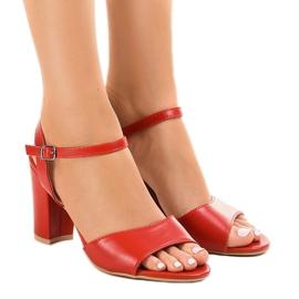 Crvene sandale na postu izložene FZ583 crvena