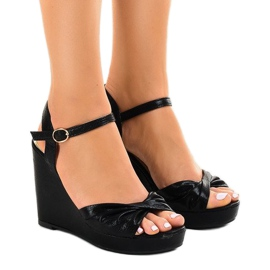 Crna Crne sjajne sandale s klinom JM-M215M