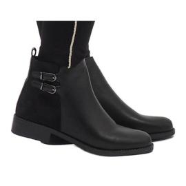 Ideal Shoes crna Crne elegantne čizme C-7200