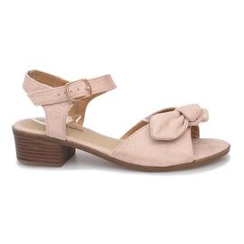 Saem sandale s visokom petom smeđ