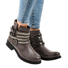 Sivo izolirane ravne ženske čizme F1608 siva