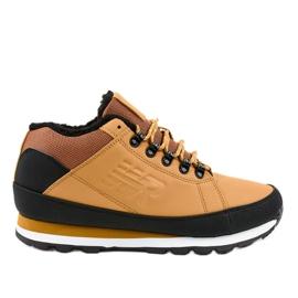 Žute čizme za snijeg izolirane 9WH917