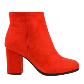 Crvene izolirane čizme na postolju G-7656 crvena