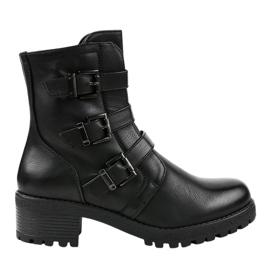 Crne izolirane visoke čizme ukrašene su 2012. godine crna