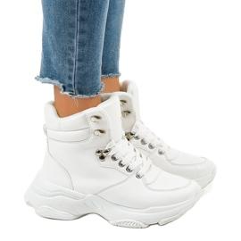 Bijele ženske izolirane tenisice C-3132 bijela