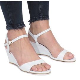 Bijele lakirane sandale na nježnoj Queen klin potpetici smeđ